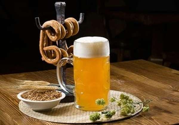 Бокал нефильтрованного пива