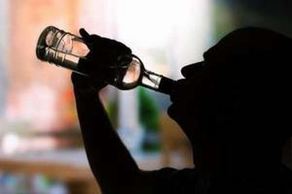 Из-за чего наступает алкогольное отравление