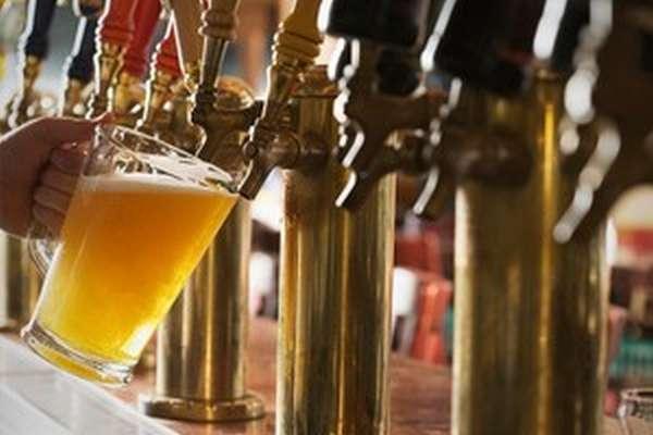 Наливать нефильтрованное пиво