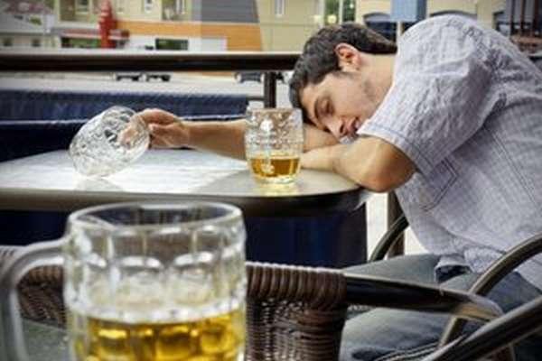 Пивной алкоголизм у молодых людей