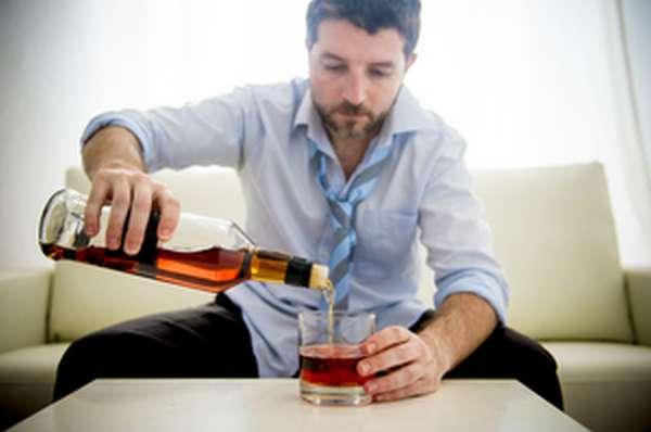 Почему мужчина может зависеть от алкоголя