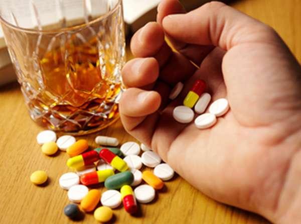 Почему нельзя совмещать лекарства и алкоголь