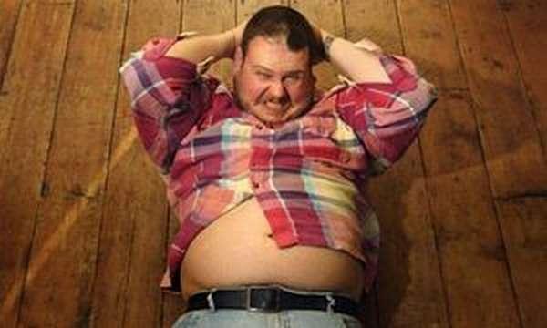 Скопление жира у мужчин преимущественно происходит на животе и боках