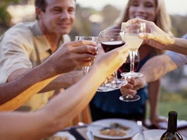 Традиция употреблять спиртные напитки во время празднования