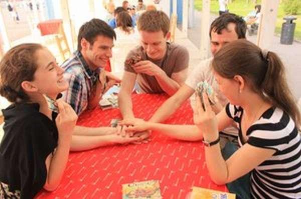 Встреча с друзьями может быть веселой и без алкоголя