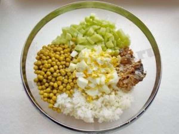 Салат из риса и сардин