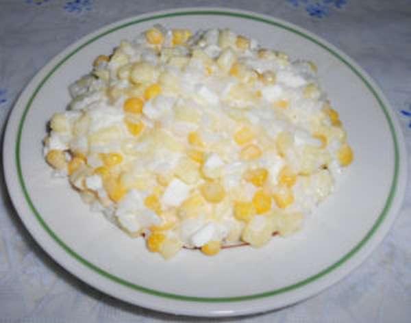 Салат сырный с кукурузой