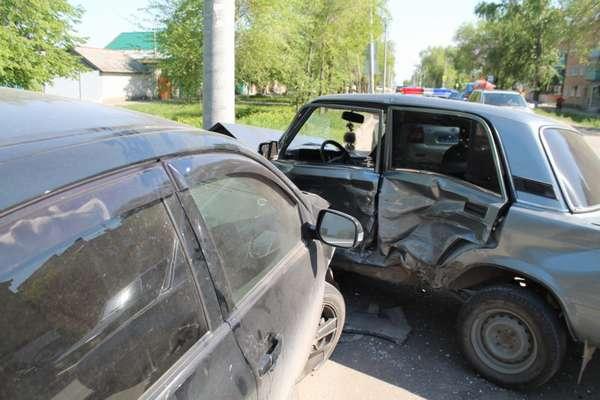 Если водитель в состоянии алкогольного опьянения, ответственность за авариют на нем, даже если по факту столкновение произошло не по его вине.