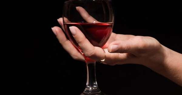 Допустимо пить теплое красное вино