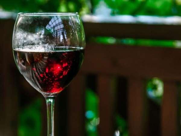 Умеренная порция красного вина влияет на реологические свойства крови
