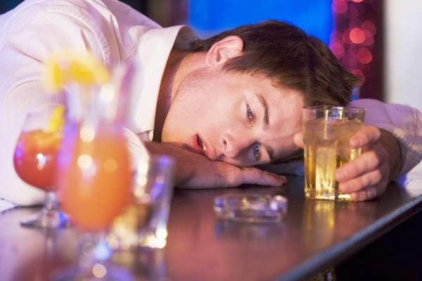 Алкоголь отравляет организм