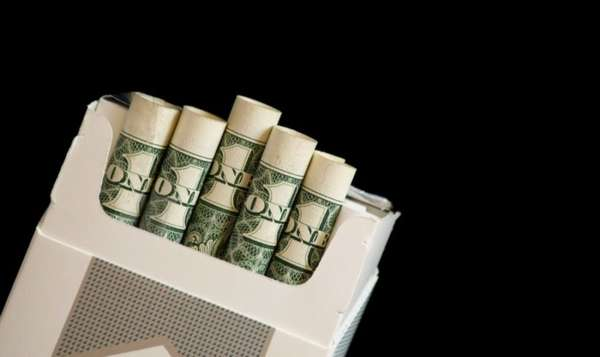 Доллары в пачке сигарет