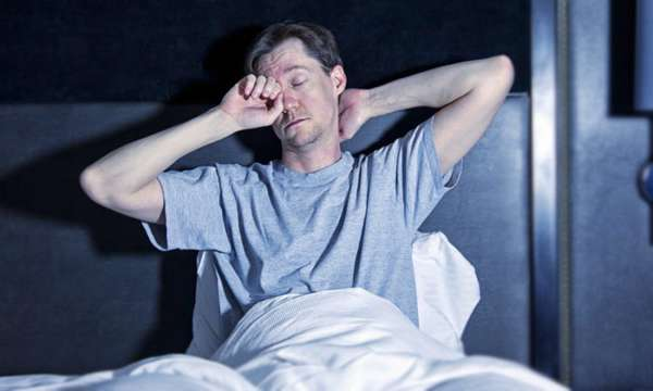 Сонный мужчина