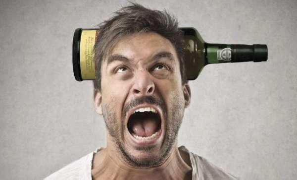 Мужчина хочет выпить