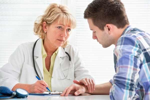 Доктор с пациентом