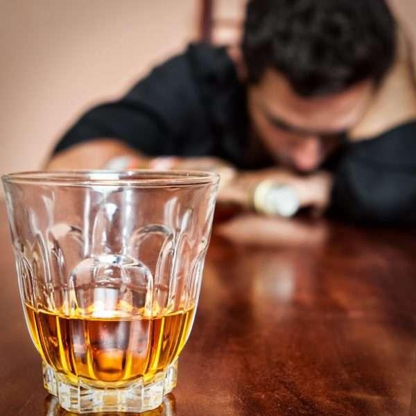 Парень уснул из-за выпивки