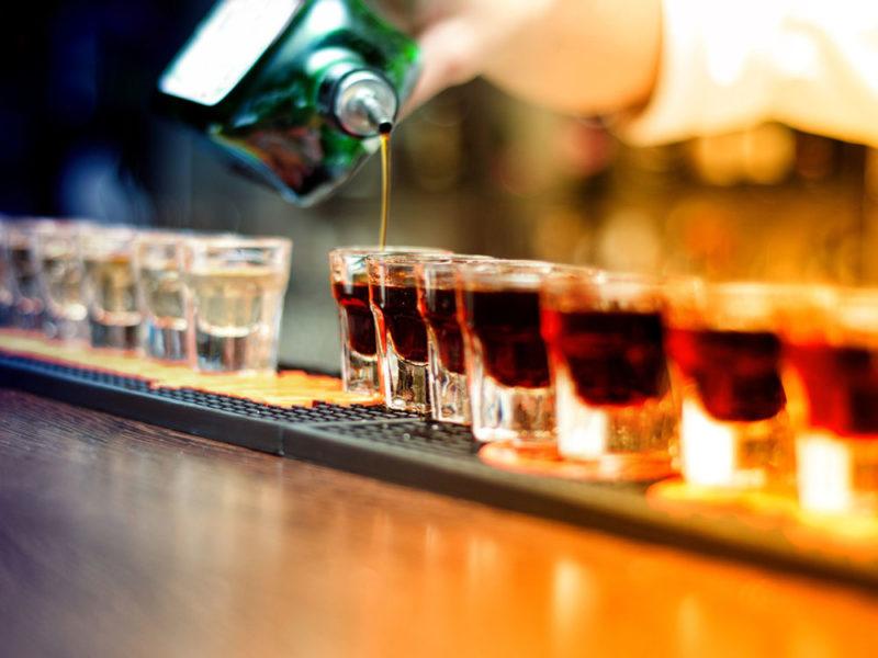 Рюмки с алкоголем