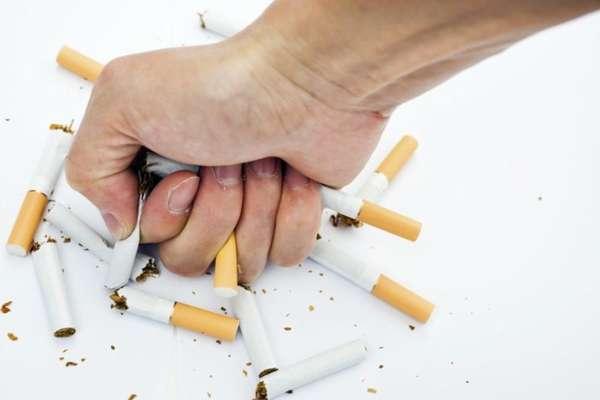 Кулаком по сигаретам