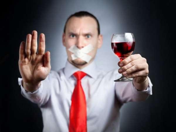 Мужчина против алкоголя
