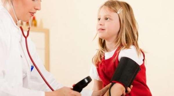 Замер давления у ребенка