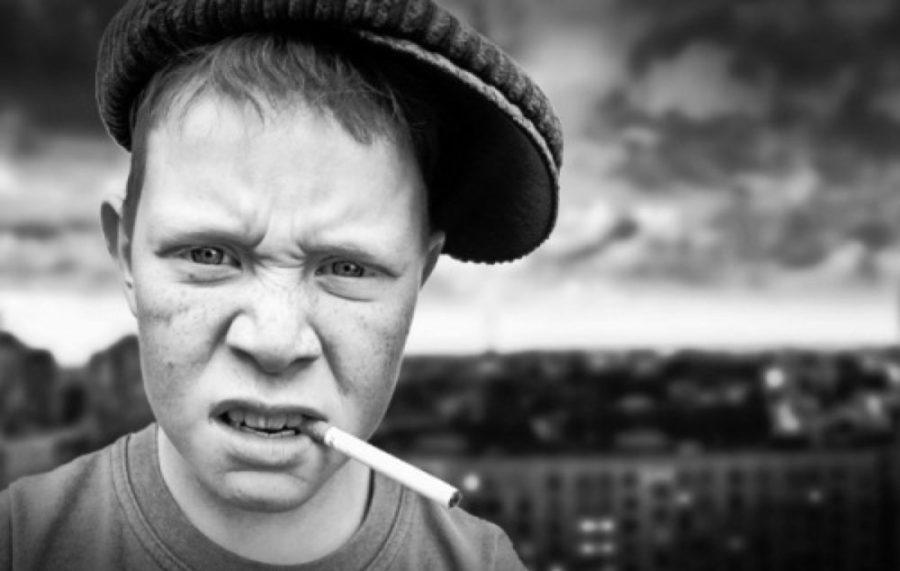 Курящий мальчик