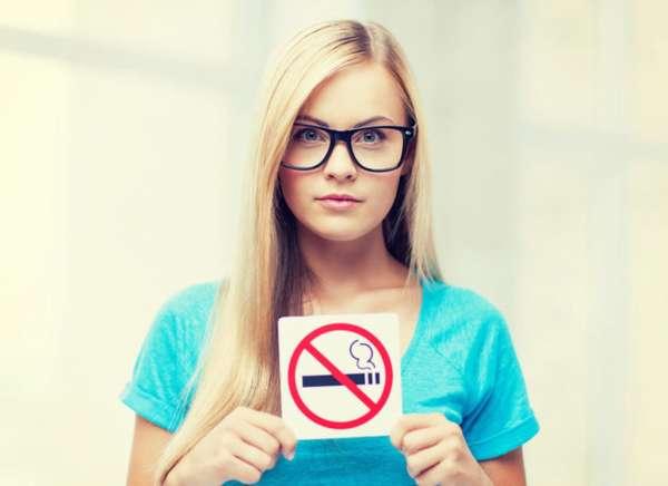 Девушка против курения
