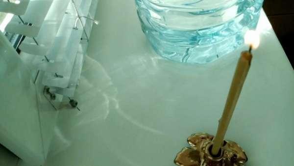 Свеча и вода