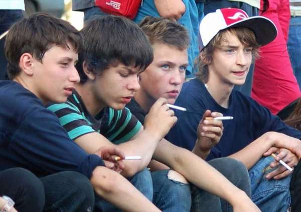 Курящие подростки