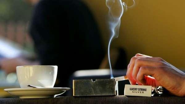 Сигарета и кофе