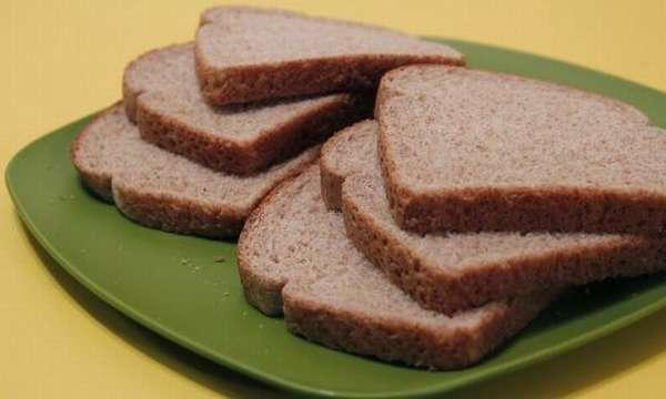 Хлеб в тарелке