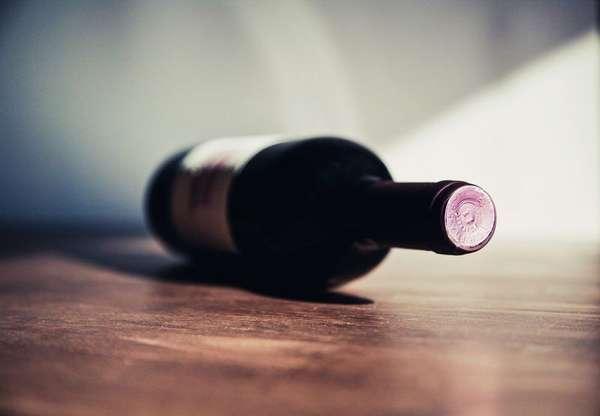 Бутылка с вином