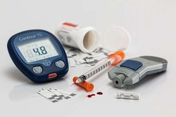 Сахарница и глюкомер