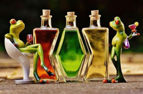 Лягушки пьют алкоголь