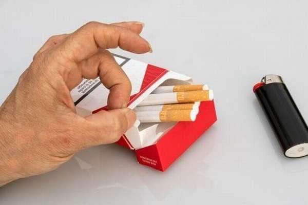 Пачка сигарет и зажигалка