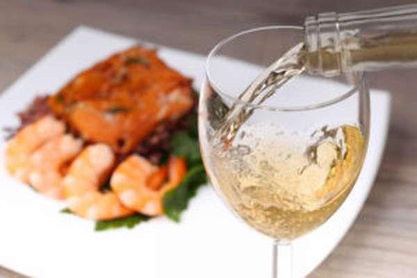 Белое вино с семгой