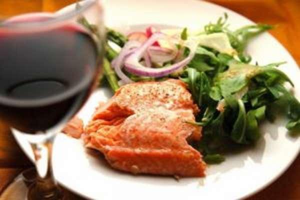 Красное вино к рыбе